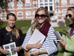 Studenter besøker skoler og messer