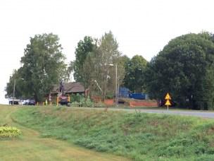Riving av gamle bygninger for å gi plass til ny barnehage i krysset Utvegen Kirkevegen.