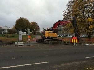 Avkjøringen til Høgskolevegen fra Kirkevegen er stengt fra mandag 6. oktober. Planlagt åpnet onsdag 8. oktober.