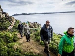 De fleste, men ikke alle fuglekikkere på Hornøya respekterer ferdselsreglene.