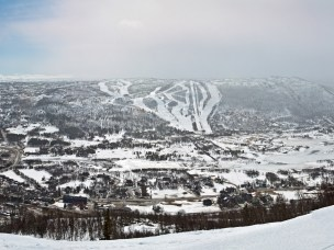 Naturområder i rundt Geilo er en av områdets store styrker, men trues i dag av stadig større hytteutbygging og utvidelse av alpinalegg, er en av temaene som blir problematisert i oppgavene.