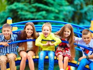 Et av forskningsprosjektene ved seksjon for folkehelsevitenskap er Helsefremmende nærmiljø for barn. Foto: Shutterstock