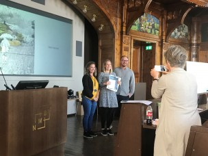 Juryleder Mari Magnus fra Statsbygg, prisvinner Pirjetta Elisabet Fagerli, og jurymedlem Lars Egge Johansen.