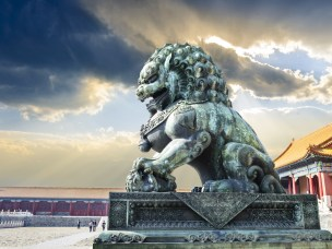 Kinesisk løvehund i den Forbudte By, Beijing, Kina.