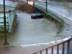 Dirigerer regnvatnet for å unngå flaum