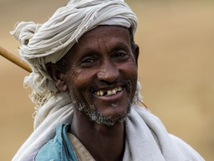 Lokal mann fra Tigray, Etiopia, på vei til markedet.