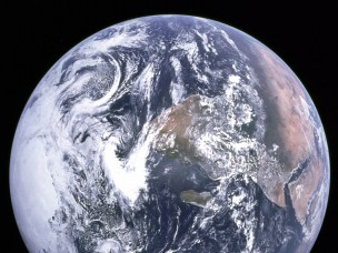 Earth seen from apollo
