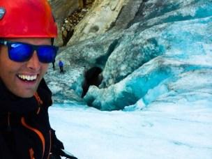 Tidligere masterstudent i naturbasert reiseliv, Esten Skullerud, på isklatring.