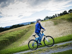 Ofte sett på sykkel. Pia Heltoft sykler ofte langs Mjøsa. I Forsker grand prix kaller hun seg potetforsker.