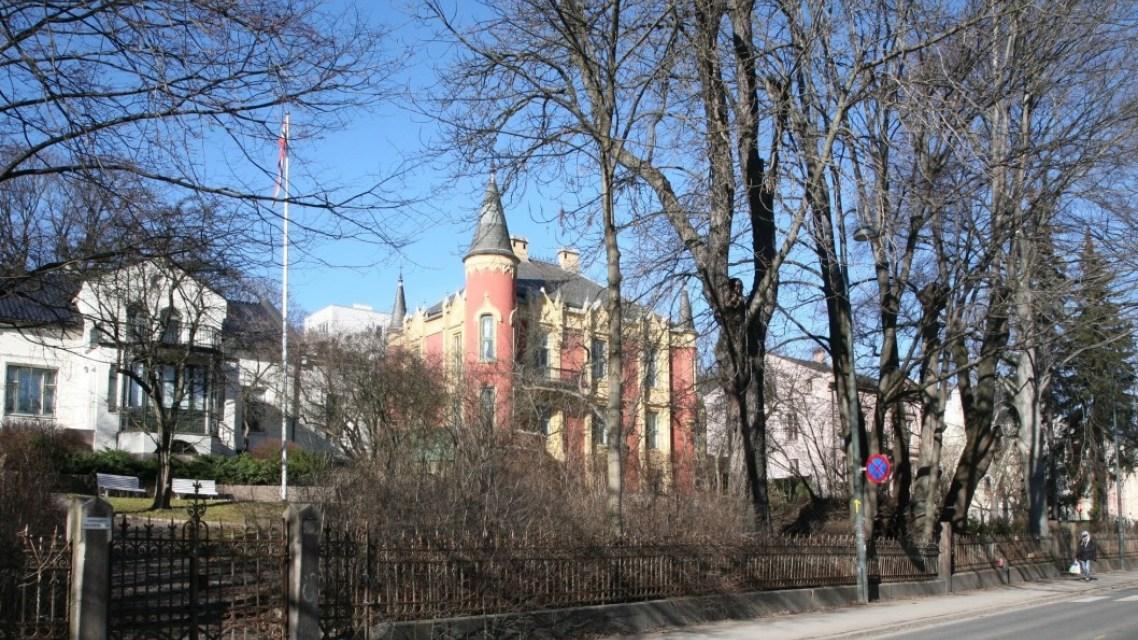 Gamle erverdige hus kan ha egne lovdokumenter. Det gjør både politikere og utbyggere usikre på om de kan bygge nytt eller endre eiendommene, ifølge forsker.