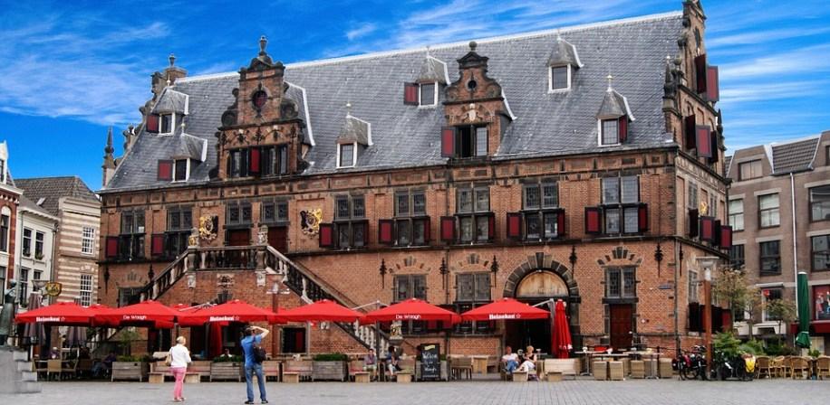 Byen Nijmegen i Nederland.